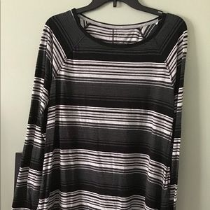 CALVIN KLEIN PERFORMANCE STRIPED BLOUSE.STRETCHY.